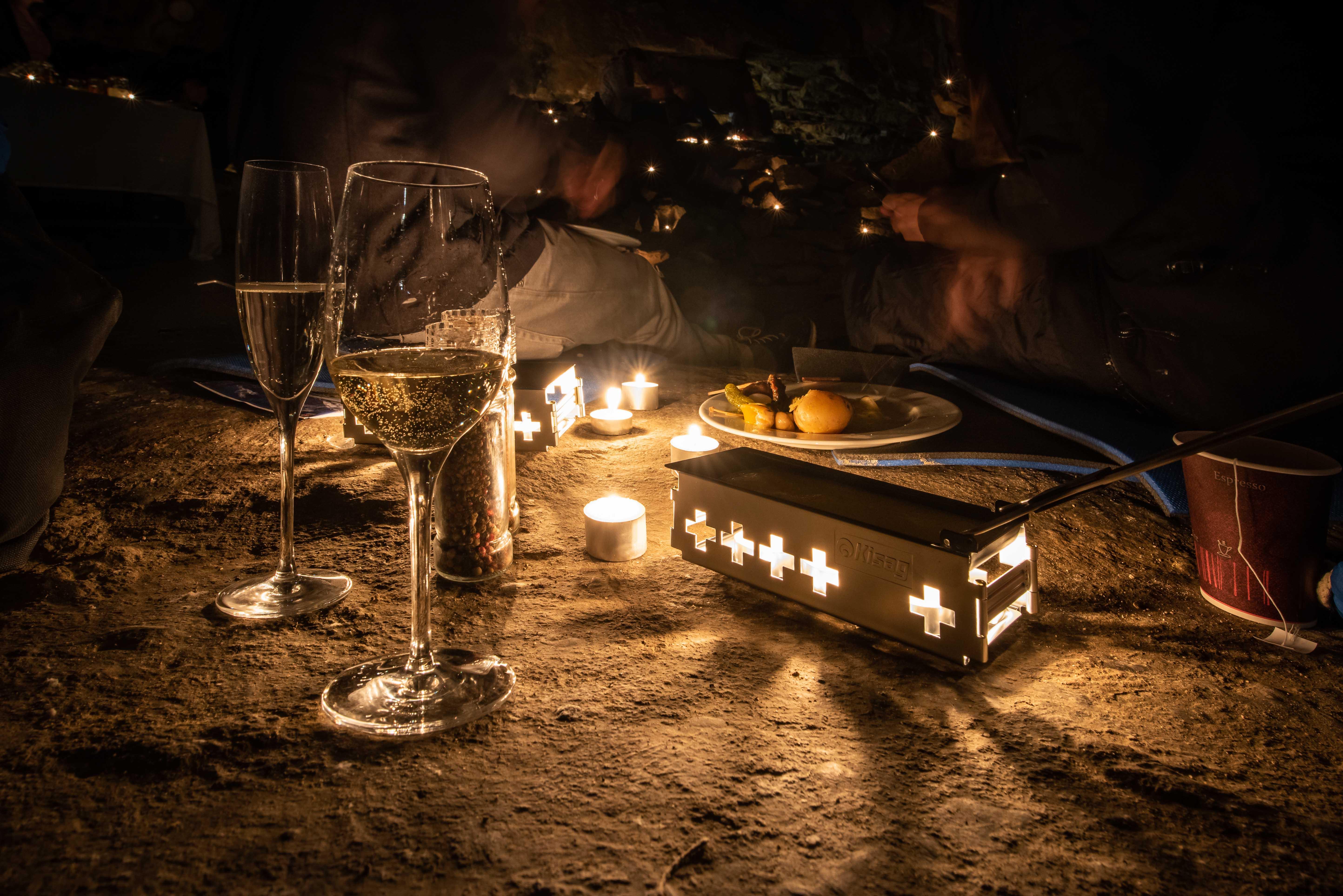 Exklusives Candle-light Höhlenraclette